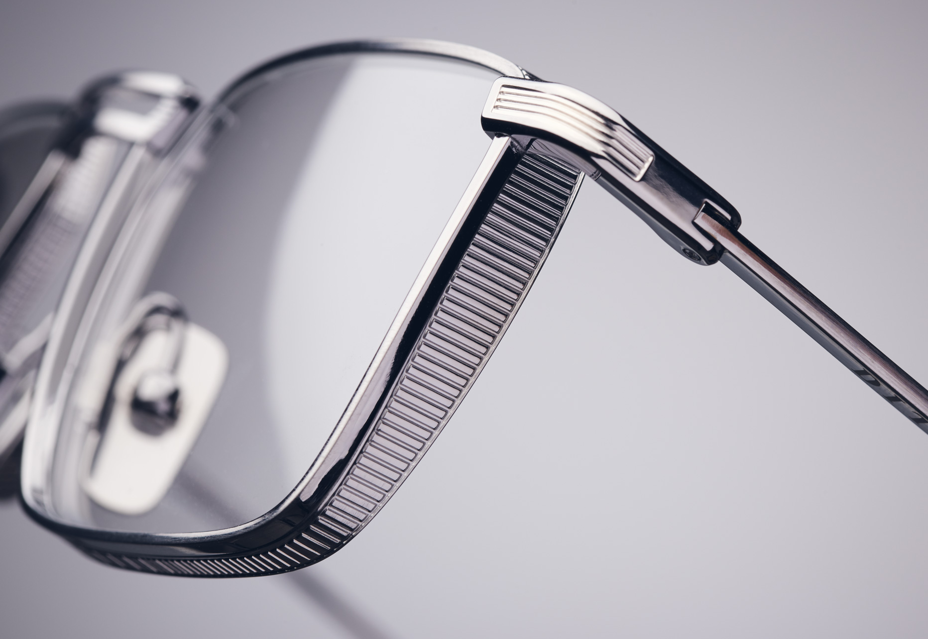 5.5 MM TITANIUM LENS RIM WITH PRESSED DETAIL AROUND THE ENTIRE CIRCUMFERENCE